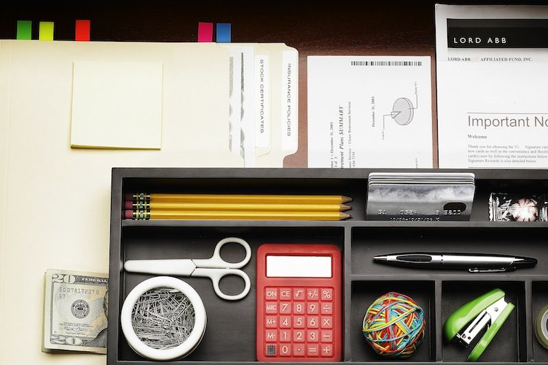 tidy-desk-drawer-organized-74853904-dan-saelinger-getty-compressor